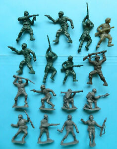 8 Vintage Lido Marx Toys 60mm plastic WWII German Army & 8 US Army toy soldiers