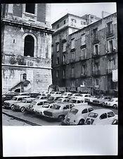 FOTOGRAFIA CRONACA 1965 NAPOLI CON AUTO D'EPOCA