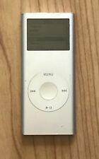 Apple iPod nano 2nd Generation Silver (2 GB) Bundle