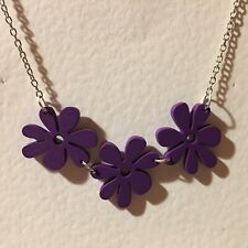 FUNKY PURPLE WOOD FLOWER NECKLACE SILVER PLATED FITTINGS RETRO 60'S 70'S