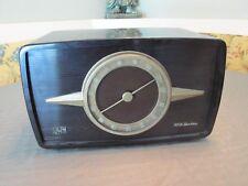 WORKING Vintage RCA Victor 1-R-81 Tube Table Top Radio Bakelite Case Deco Shape