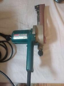 MAKITAlevigatrice a nastro 550 Watt 30 x 533 mm power sander spazi angusti 9031