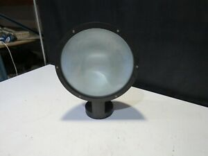 """J19)LARGE EXTERIOR CIRCULAR ELECTRIC LIGHT 151/2"""" DIA UNUSED BUT BEEN IN STORES"""