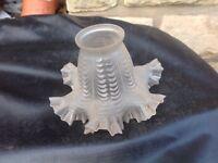 ABAT-JOUR TULIPE ANCIEN DENTELLE APPLIQUE XIXème en verre