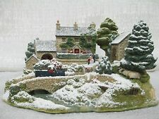 Lilliput Lane Country Chr 00006000 istmas Snow Covered 2005 The British Collection L2858