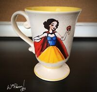 2011 Disney Designer Princess SNOW WHITE Pedestal Coffee Mug Steve Thompson Art