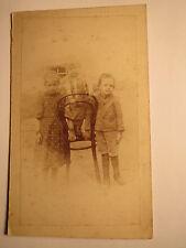 3 kleine Kinder mit Stuhl Thonet ? - Mädchen Junge - Kulisse / CDV