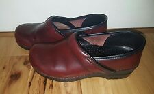 Women's DANSKO Red Wine Burgundy Professional Clogs Shoes Size 40 or US 9