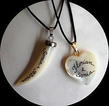 2 colliers nacre  personnalisés avec prénoms . Cadeau Saint Valentin à partager