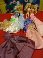 lot= poupées    mannequin+ robes princesses +robe en plusa terminer