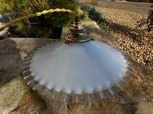 Lampe Suspension Vintage Abat Jour à Bord ourlé Griffe laiton verre Opaline 1930