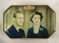Queen Elizabeth Cornation 1953 souvenir tin (114)