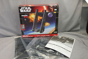 Star Wars Revell 85-1826 SnapTite MAX Kylo Ren's Command Shuttle Model Kit