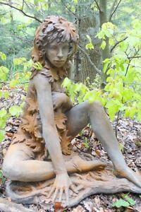 Gartenfigur Baumhüterin Ahorn Steinguss Rosteffekt Skulptur Gartendeko Figur