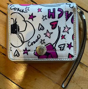 NWT Authentic Coach F47319 Daisy Print Medium Zip Around Wallet Wristlet