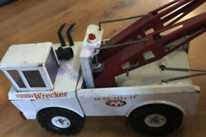 Mighty Tonka Wrecker 2 hook 16 inches long Large Truck White/red Vintage 1960's