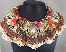 Inusual en capas Collar Babero con ganchillo hecho a mano