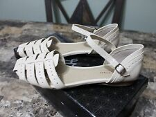 Kenneth Cole Reaction 7.5 B,M Beige Sandals Flats New Without Box