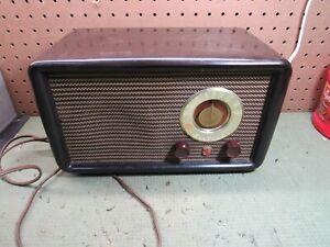 Vintage Wards Airline Bakelite Tube Radio
