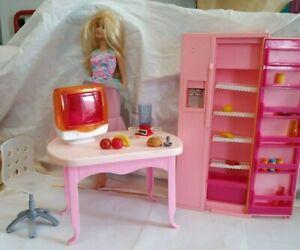 poupée Barbie et son frigo