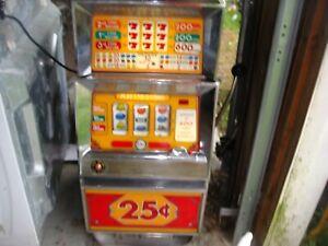 SLOT MACHINE - Summit Systems TRIPPLE 7'S Quarter operated slot machine .
