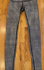 """Lululemon 30"""" Leggings (Size 4) Black Cob Web Check Yoga Pants Excellent"""