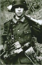 WW II   German   Photo  ** Young Front line Soldier  **