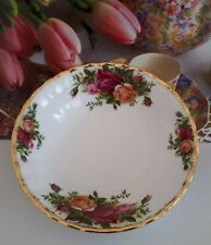 "ROYAL ALBERT FRUIT BOWL ""OLD COUNTRY ROSES"" ENGLISH VINTAGE."