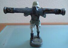 Soldat ancien en  composition ELASTOLIN avec grosse visée d'artillerie
