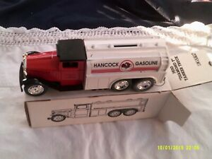 "NIB ERTL 1930 ""Diamond T"" Tanker Truck-Locking Bank-Die Cast-1/34 Scale-#2795 Ha"