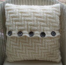 """16"""" (41cm) SUPER CHUNKY HANDMADE KNITTED CUSHION COVER ZIGZAG PATTERN CREAM"""