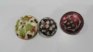ANTIQUE LOT 3 FRENCH CHAMPLEVE ENAMEL BUTTONS CHRISTMAS HOLLY PATTERNS GILT