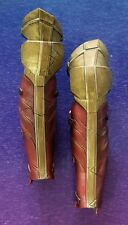 Hot Toys 1/6 MMS451 Justice League WONDER WOMAN PAIR OF LEG ARMOR / GREAVES ONLY