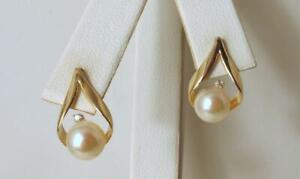 Diamonds 0.01ct Pearls 6.5mm each 14K Yellow Gold Earrings
