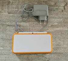 Nintendo 2DS XL Spielkonsole / Weiß-Orange / mit Ladekabel