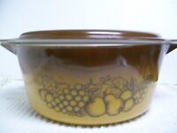 Vintage Pyrex Old Orchard Round Casserole Dish 475B 2 1/2 Qt w/Brown Lid NICE!!