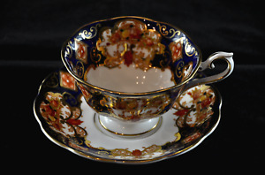 """1940's Royal Albert """"Heirloom"""" Bone China Tea Cup & Saucer in superb condition"""
