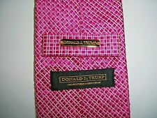 NEW TIE-DONALD J. TRUMP SIGNATURE COLLECTION-PINK & SILVER PATTERN-3 1/2 x 58
