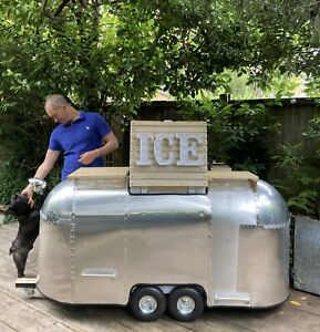 Little airstream catering trailer Mobile Bar - Gin - Prosecco - Beer - Ice cream