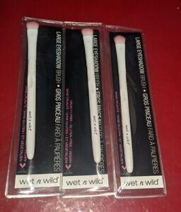 3 wet n wild Large Eyeshadow Brush