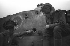 """WWII Photo he tank men and the wounded """"Tiger"""" World War/ 310"""