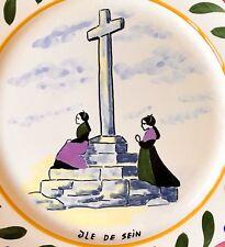 Rare Assiette HB Quimper Prière des Femme de marin de  Île De Sein au calvaire