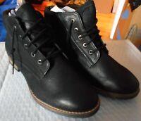 Diba Women's boots size 8.5 - brand new in box - black