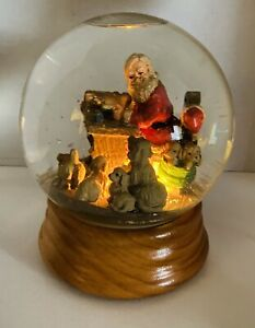 """Santa's Gift List Musical Snow Globe With His Yellow Labrador Helpers 7-1/2 x 6"""""""