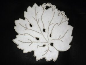 VINTAGE 6 Place Setting Leaf Design Beige Cream Mats and Coasters