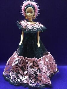 MEXICAN DOLL WEARING TRADITIONAL CLOTHES PINK/BLK 11.5 IN. TALL. TNT. (BDC-99).