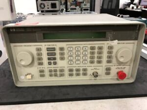 HP 8647A Synthesized Signal Generator 250 kHz-1000 MHz with fresh calibration !!