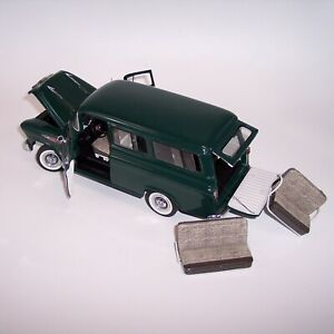 DANBURY MINT 1/24 1957 CHEVROLET SUBURBAN **DARK GREEN** MINT