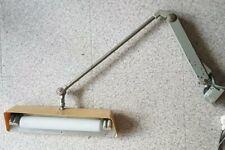 LAMPE D'ATELIER D' HORLOGERIE 2 BRAS NEON ÉLECTRIFIÉE.  SUR ROTULE. LONG. 75CM.