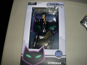 DC GALLERY DIAMOND SELECT CATWOMAN FIGURE BOXED